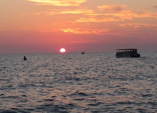 Estero Bay Express Dolphin & Sunset Boat Tours: Beautiful sunset seen from the boat.