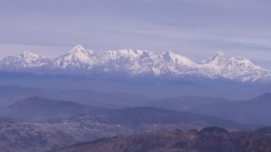 Trishul Orchard Resort: Mountain range from Zero Point