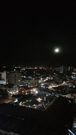 Pullman Kuching: Full moon view on Yuan Xiao night