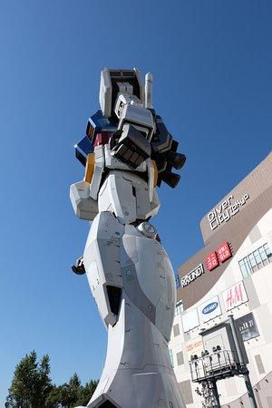 Odaiba: Gundam statue; Divercity
