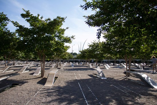 Pentagon Memorial : Looking towards the oncoming path of the plane that struck