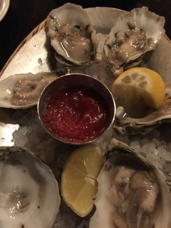 Irvington, VA: Raw Oysters