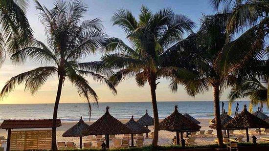 Ocean Star Resort: Вид с балкона номера premier deluxe beachfront на первом этаже