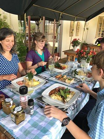 Hekpoort, Sør-Afrika: Breakfast at heksies hideaway .