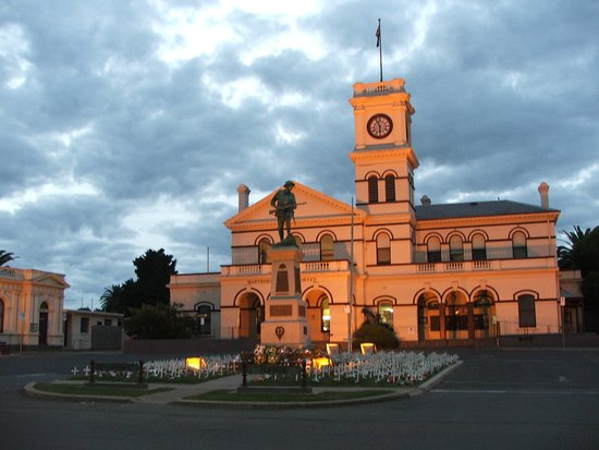 Maryborough Post Office and War Memorial (close to Anzac day) - Picture of  McLandress Square, Maryborough - Tripadvisor