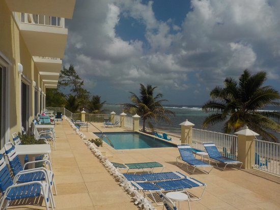 Bodden Town, Grand Cayman: Turtle Nest Inn Beachfront Condos, pool, and beach