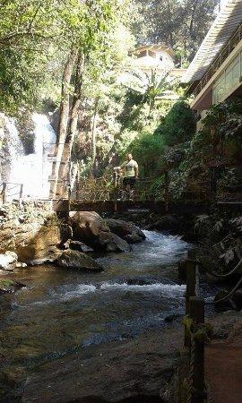 Mision Grand Valle de Bravo: Puente para iniciar la caminata junto al rio