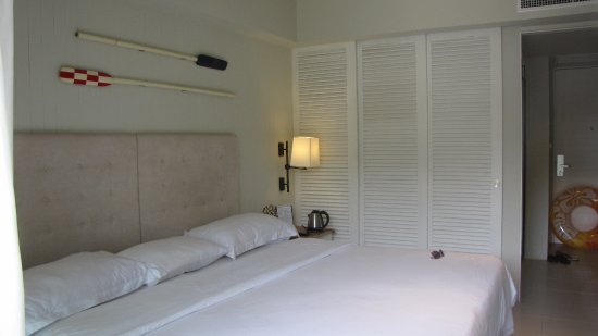 Sugar Marina Resort - Nautical - Kata Beach : Вот она, непонятного назначения раздвижная дверь (ширма)