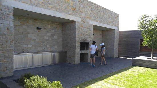 McLaren Vale, أستراليا: BBQ facilities at open area