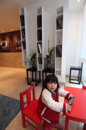 Residhome Paris-Opera: 還有小孩的座位,可見走的是家庭風