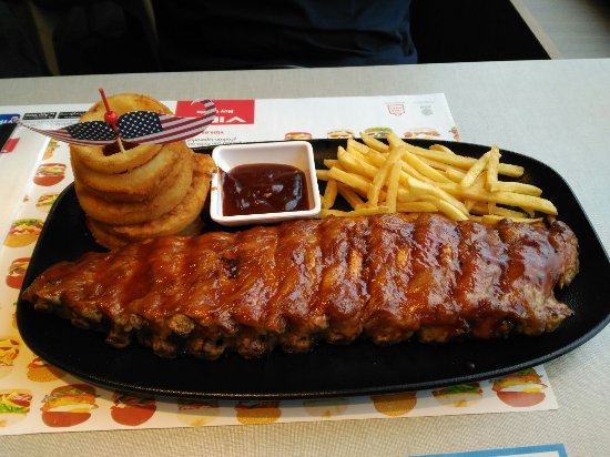 VIPS: Interior, nachos Sin Gluten y costillas BBQ.