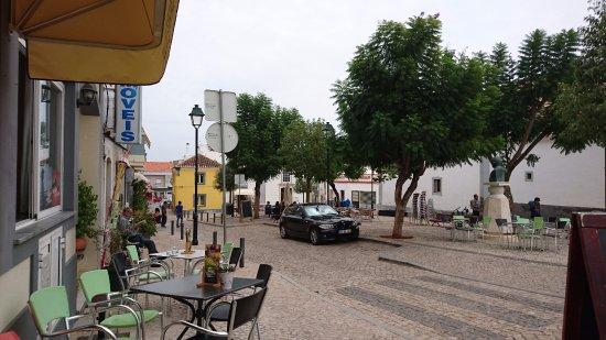 Moncarapacho, Portugal: Aan een weg, maar toch een heerlijke plek.