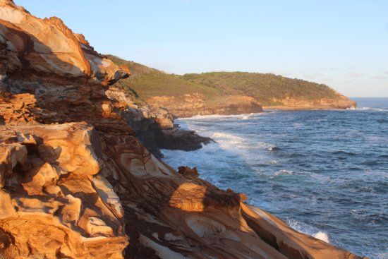 Killcare, Australia: Beautifully coloured sandstone rocks above the sea near Putty Beach, Bouddi National Park.