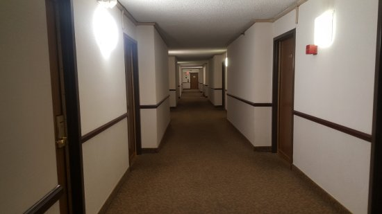 Monterey Park, CA: Hotel corridor