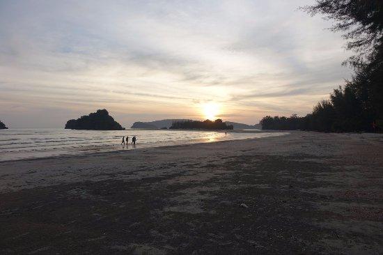 Noppharathara Beach : Sunset