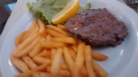 Province of Verona, Italy: hamburger e patatine al forno