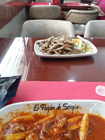 Provincia de Sevilla, España: Carne en salsa y boquerones fritos