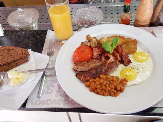 News CAFE: Full English breakfast