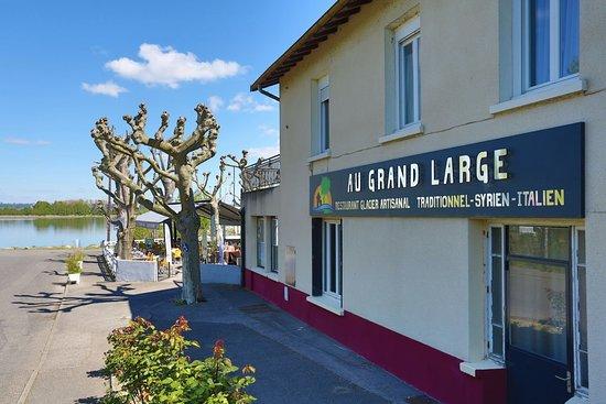 Decines-Charpieu, Francia: bienvenue