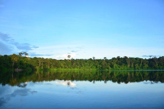Banlung, Camboya: Yeak Laom Volcanic Lake