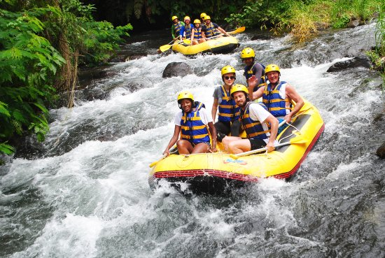 Bali White Water Rafting: Vic and Julia with another couple having fun