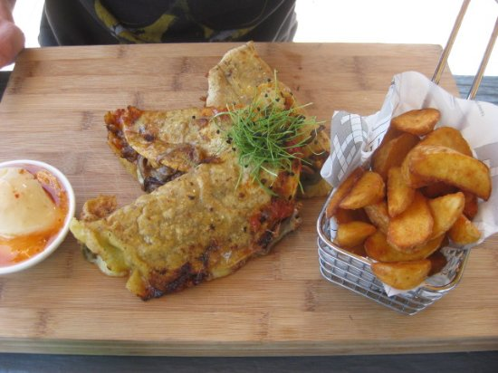 Waihi Beach, New Zealand: Quesadillos - lovely presentation