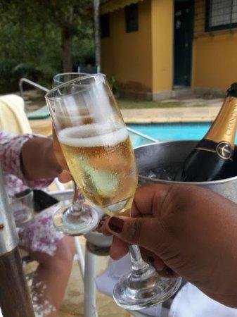 Urikana Boutique Hotel: Carta de Vinhos e Champanhe (tem taxa de rolha, caso leve)