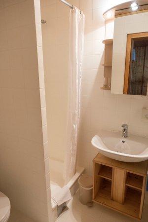 Hotel Monika: Bathroom