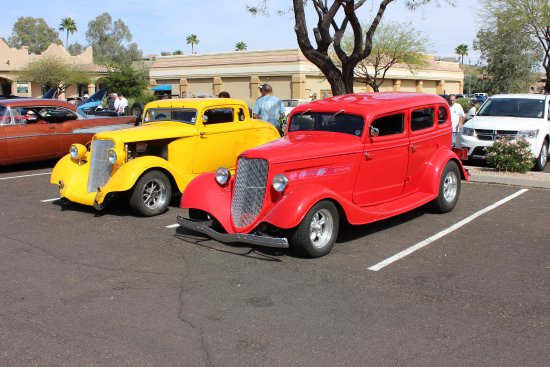Fountain Hills, AZ: Beautiful HotRods