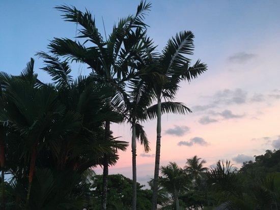 ซีเชนจ์บีชฟร้อนท์อพาร์ทเม้น: Amazing sunset from the balcony