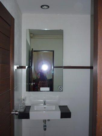 Gord Chiangmai: Łazienka - lustro + umywalka