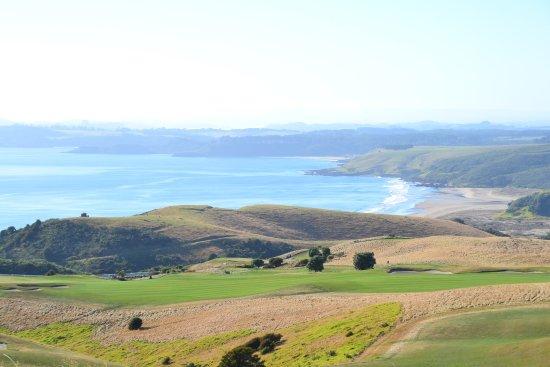 The Lodge at Kauri Cliffs: 海岸を臨むゴルフコース