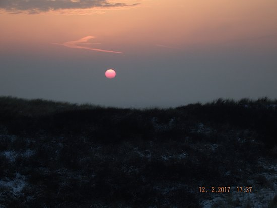 Wijk aan Zee, Nederland: Yeah...sunset from room 4th floor