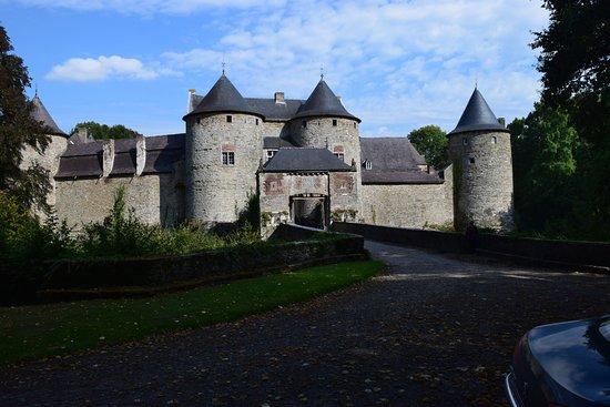 le chateau medieval de Corroy le chareau