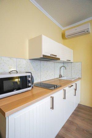 Loris Guest House: Двухкомнатный люкс с мини-кухней и балконом
