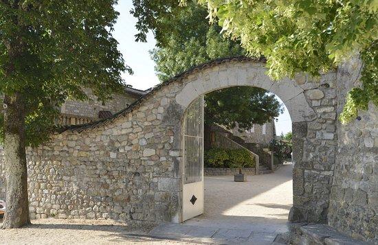 Ruoms, France: Cour du Château