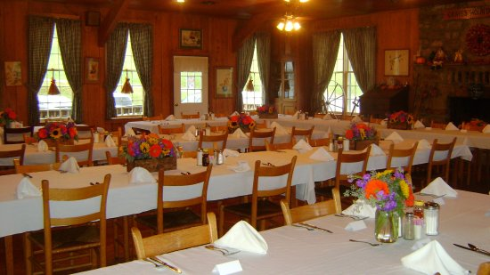Syria, VA: Big Dining Room @ Graves' Mountain Lodge
