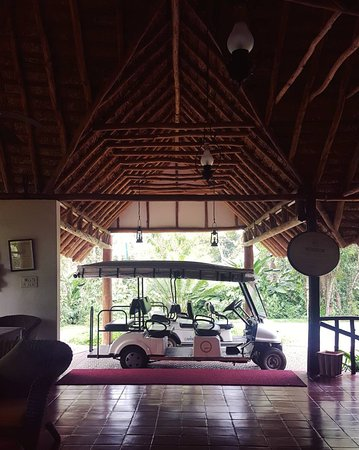 Orange County, Coorg: Reception Area, the buggies were waiting for us