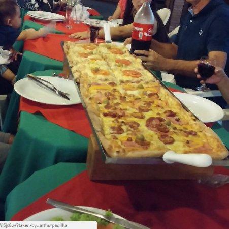 Água Boa, MT: pizza de metro