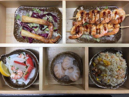 Castel Guelfo di Bologna, Italia: sushi box di pesce