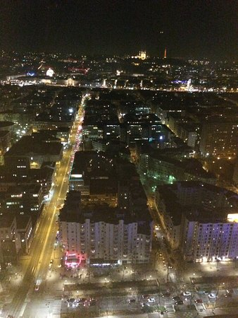 la vue sur lyon de nuit magnifique picture of radisson blu hotel lyon lyon tripadvisor. Black Bedroom Furniture Sets. Home Design Ideas