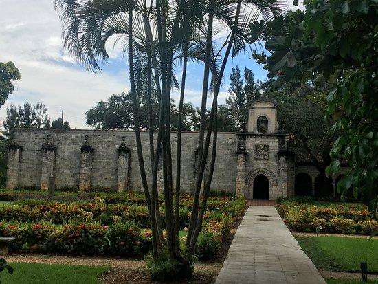 North Miami Beach, FL: L'arrivée au monastère