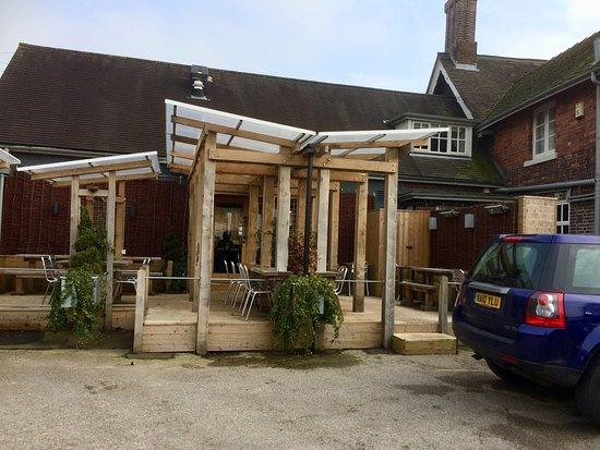 Eccleshall, UK: Rear Car Park with Out Door Seating Area.
