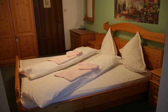 Tauplitz, Autriche : Friendly rooms designed by solid furniture.