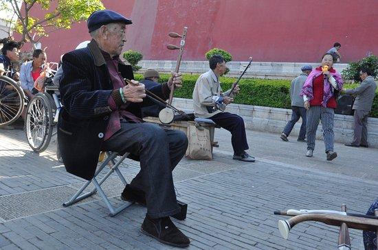Jianshui County, China: Au pied de la Chaoyang Tower