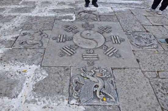 Jianshui County, China: dallage cour intérieure temple de Jilin