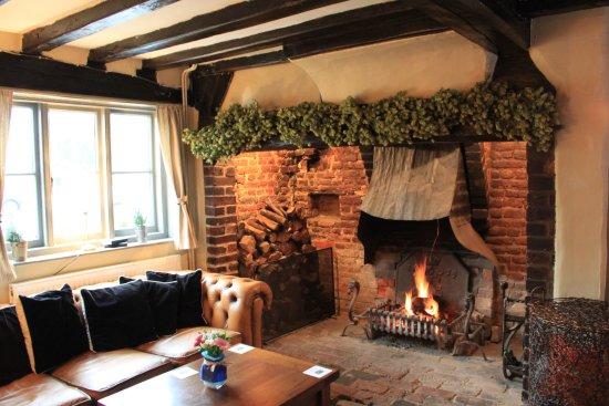 Hadlow, UK: Large fireplace in bar