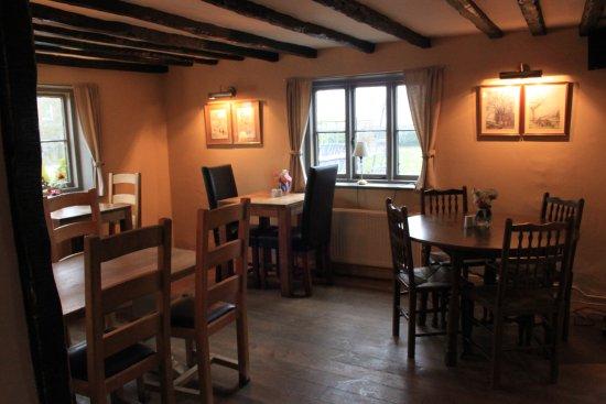 Hadlow, UK: Snug dining area