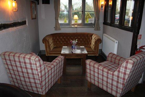 Hadlow, UK: Bar seating