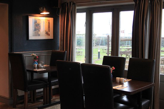Hadlow, UK: Additional dining at rear
